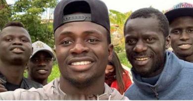 La belle complicité entre Sadio Mané et ses frères à Liverpool